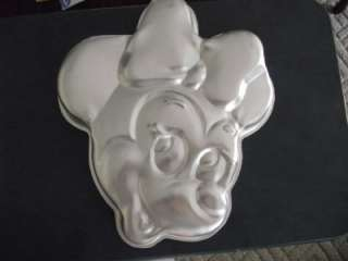 WILTON MINNIE MOUSE HEAD CAKE PAN WITH INSERT